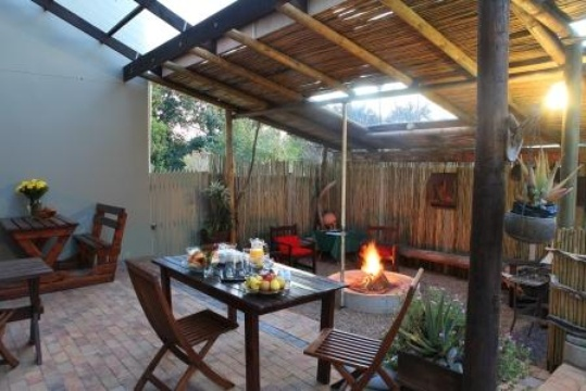 Lapa and Braai Area, Loerie Guest Lodge
